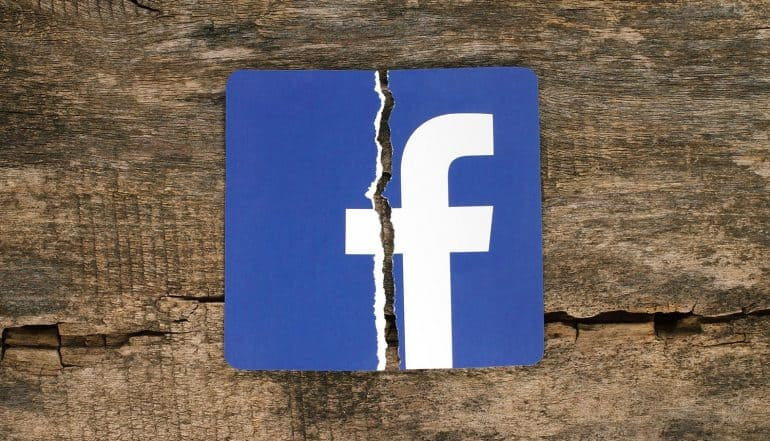 Facebook icon with crack in the middle showing potential FTC fine of $3 to $5 billion from upcoming Facebook settlement in Cambridge Analytica scandal