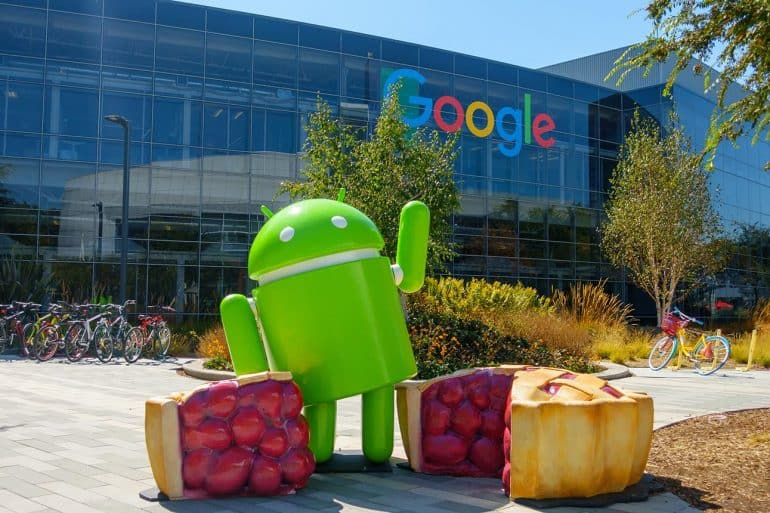 Android statue in Googleplex headquarters showing old security flaws in new Android apps