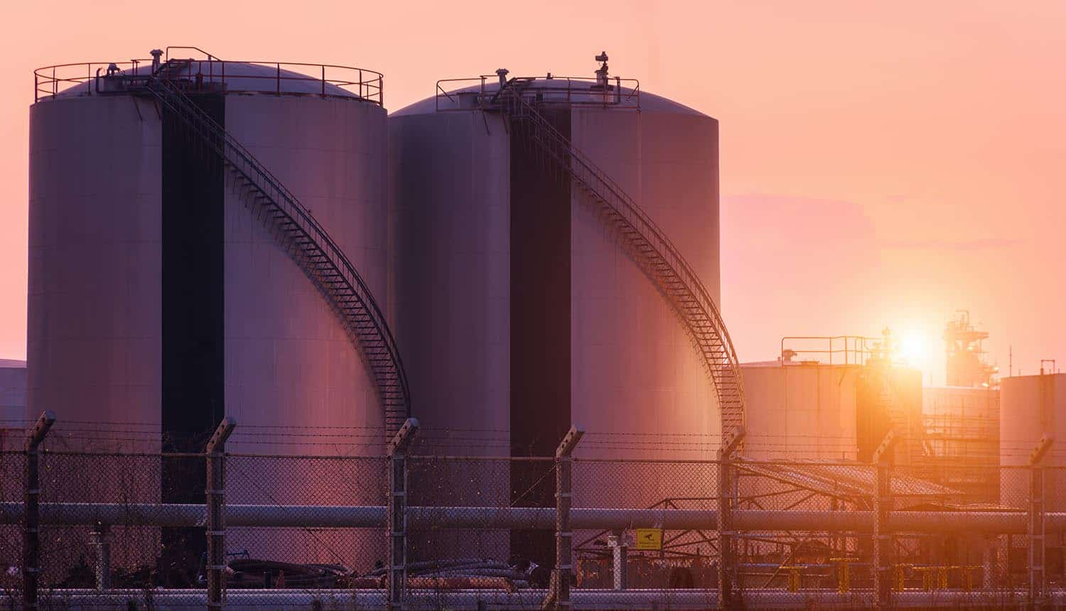 Picture of oil refinery plant showing the data wiper malware attack on Bahrain's National Oil Company linking to Iran