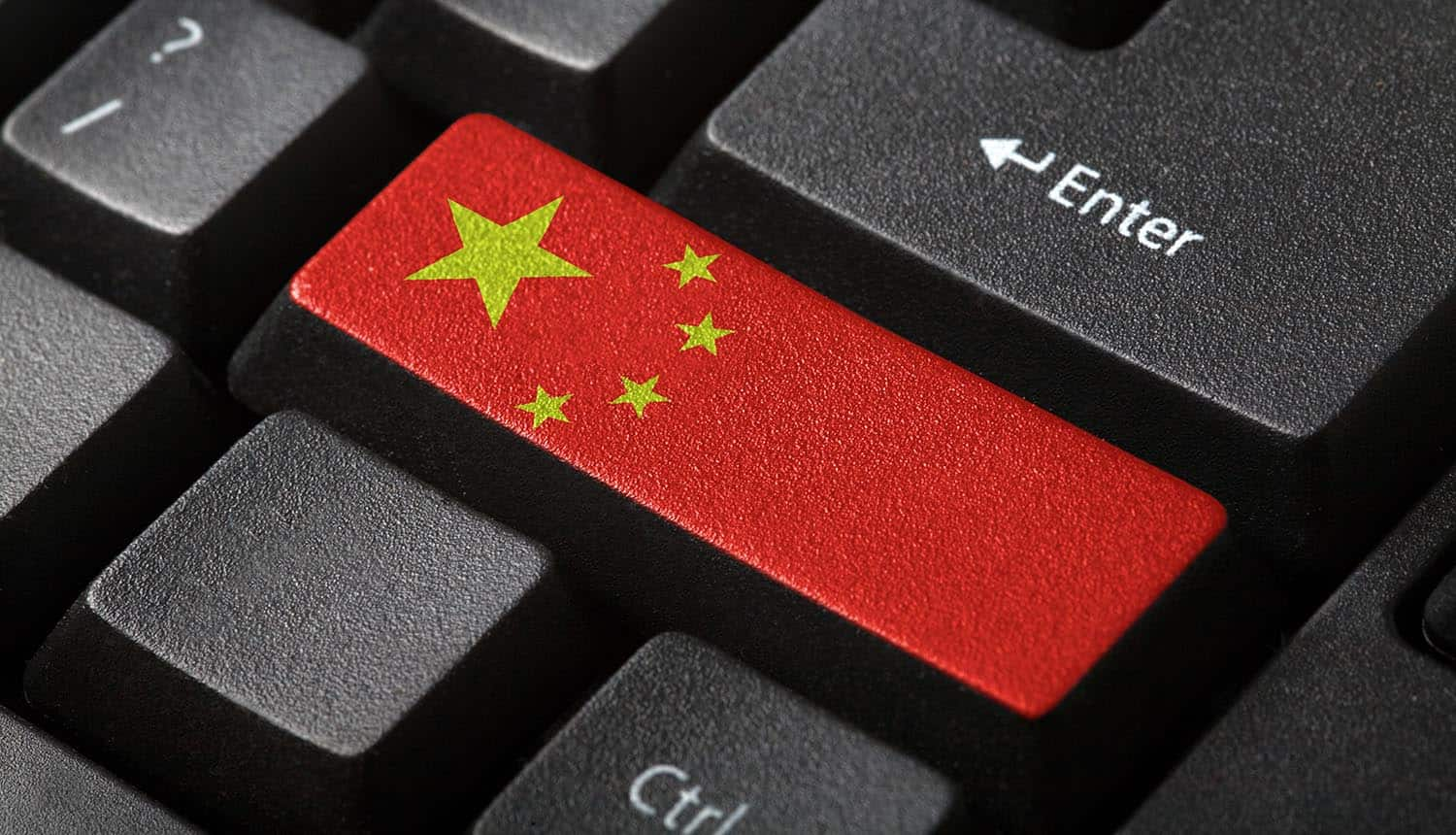 Chinese flag button on keyboard showing Chinese APT groups may have been exploiting vulnerabilities on Linux servers for nearly a decade