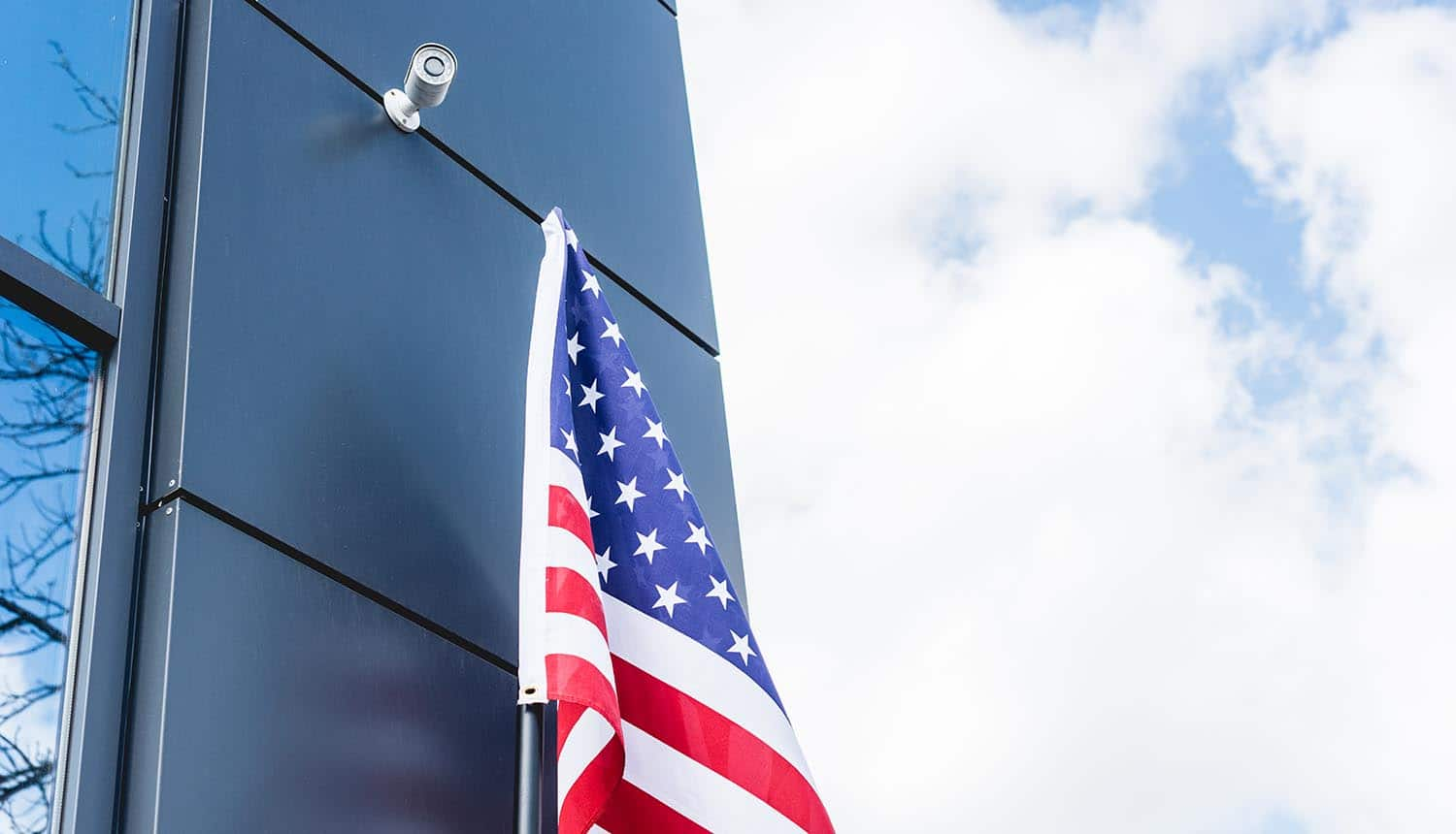 American flag near building showing the proposed amendment to PATRIOT Act to limit FBI's access to search and web browsing history