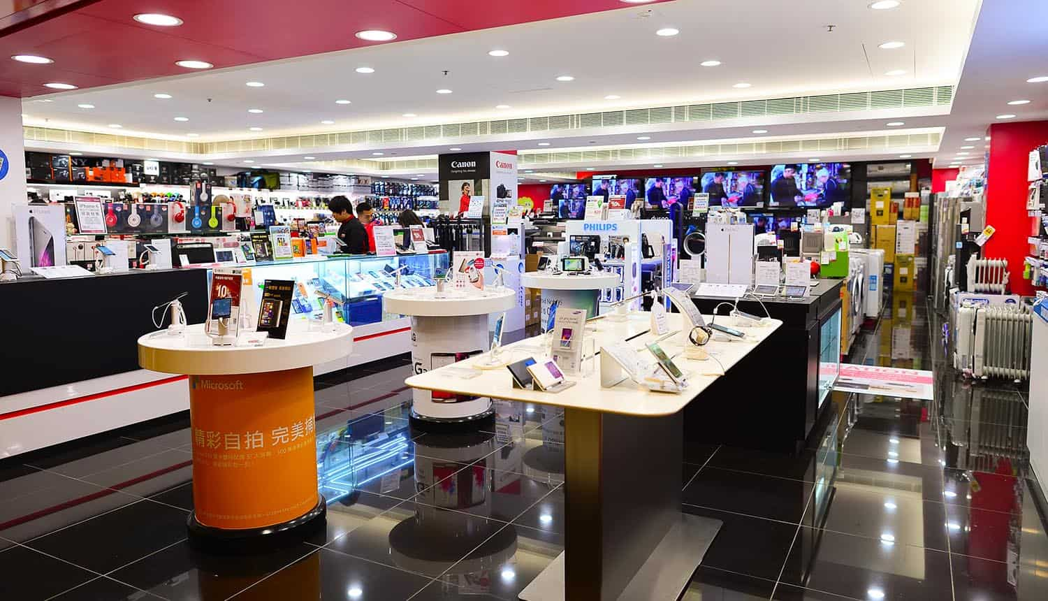 Electronics store selling IoT devices showing need for IoT security and privacy label