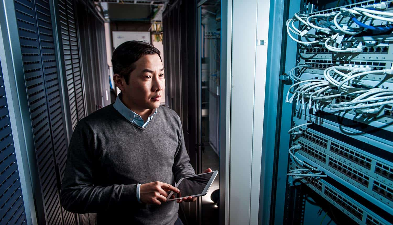 Engineer working in data center showing the ways to de-risk the data center