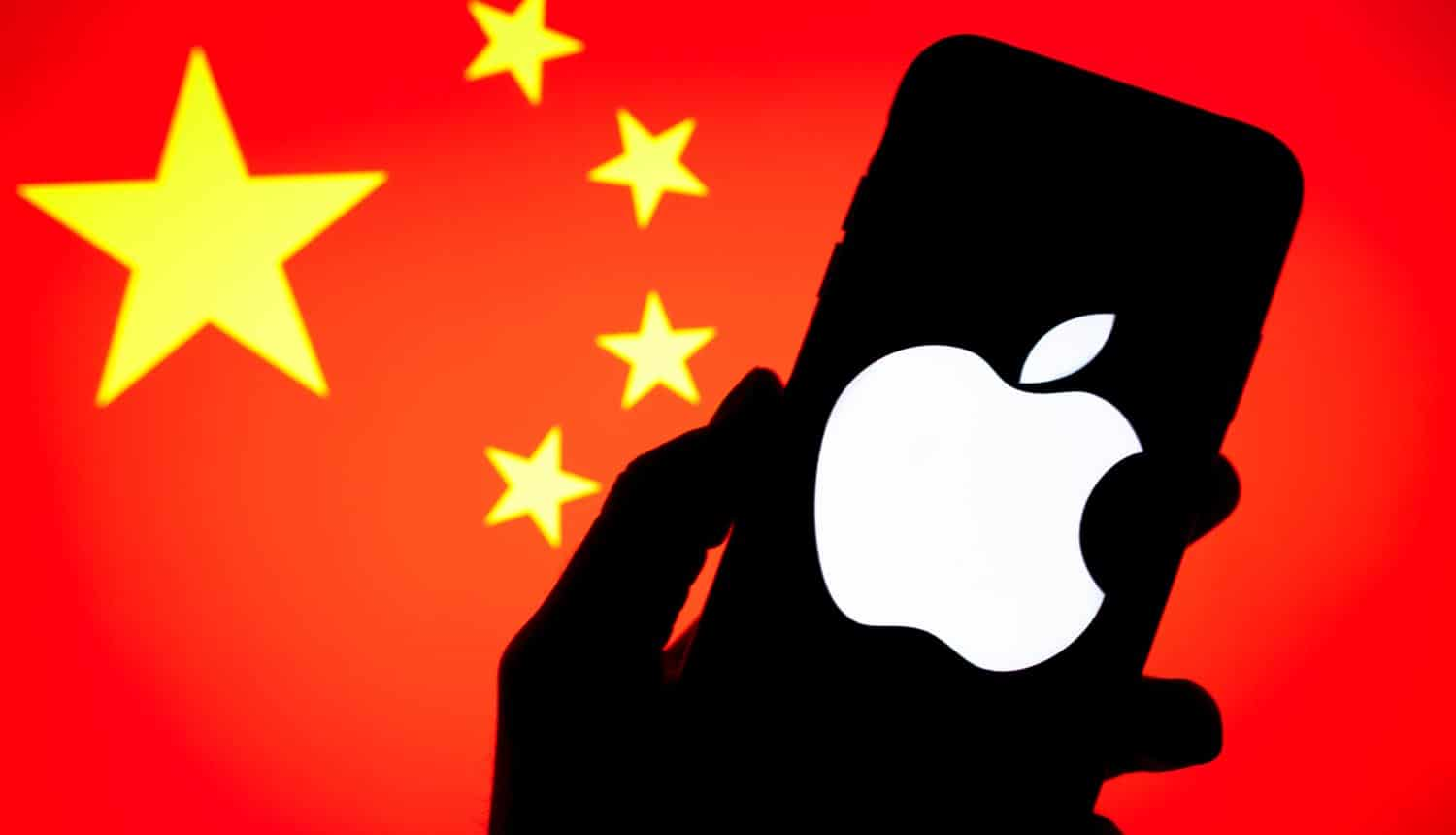 Apple logo on a smartphone screen against the background of the flag of China showing Apple's new human rights policy