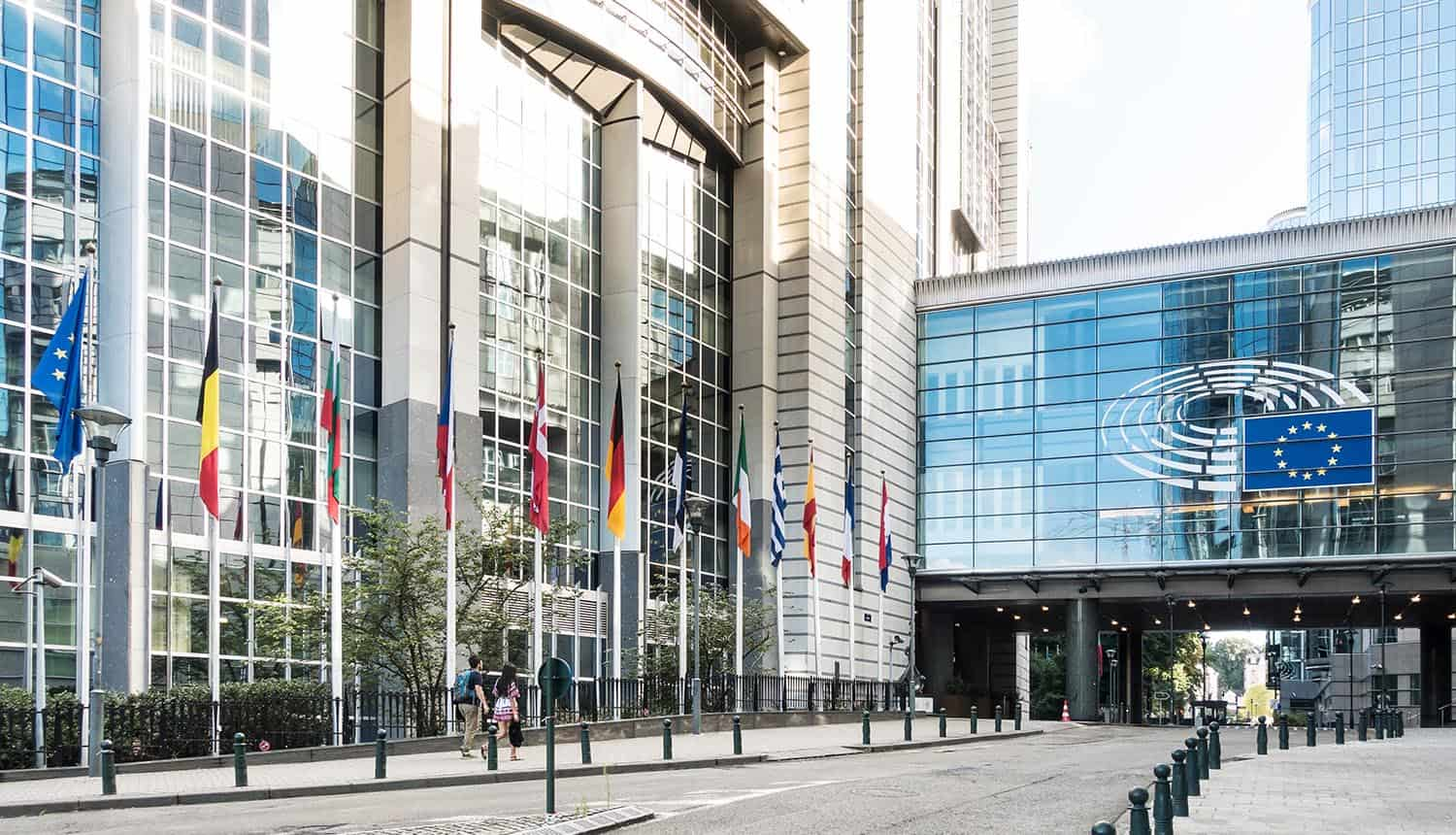 Exterior of the building of the European Parliament showing Digital Services Act impact on Big Tech