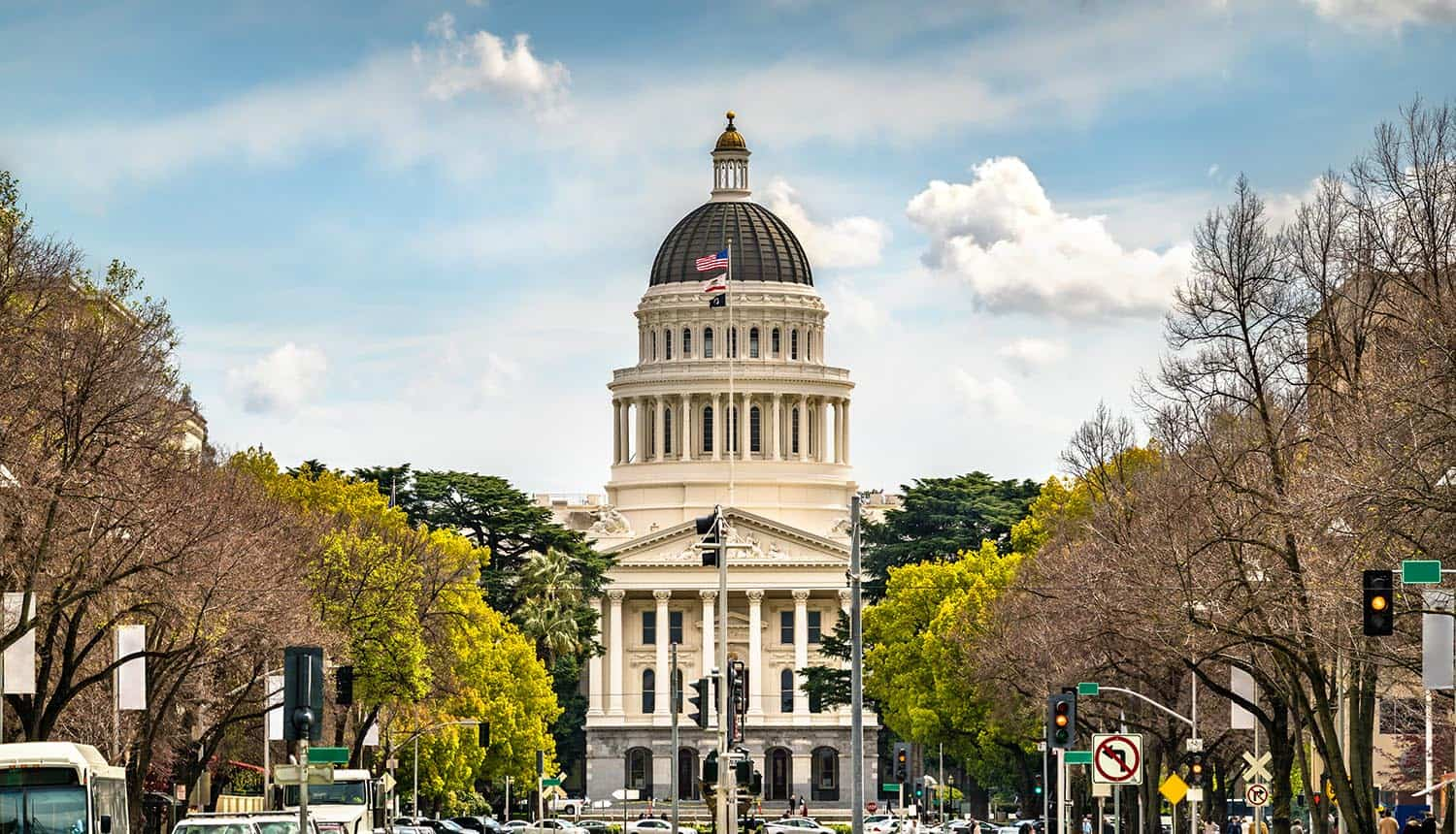 California state capitol building in Sacramento showing ban of dark patterns in privacy law