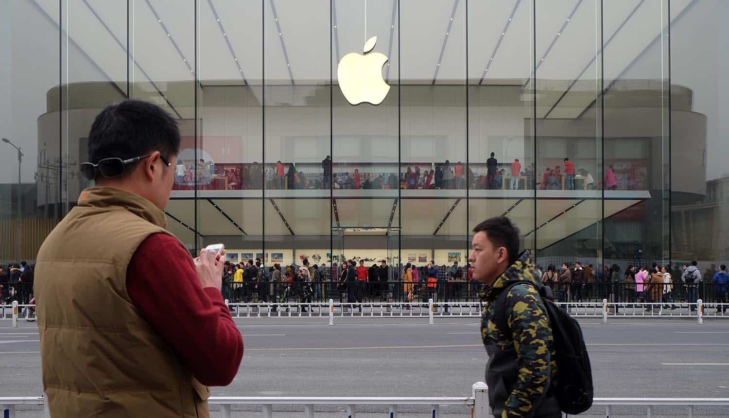 Apple flagship store in Hangzhou showing Chinese tech companies circumventing Apple's privacy rules