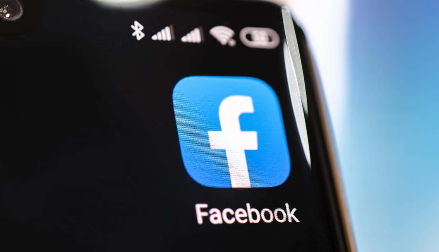 Facebook application on screen of an smartphone showing updated privacy policy for data sharing