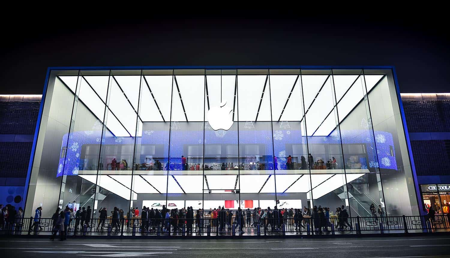 Apple store in China Hangzhou showing Chinese apps bypass of app tracking