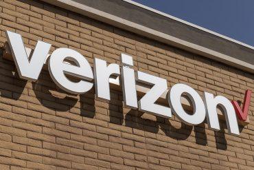 Verizon retail shop showing Verizon Visible hacked accounts